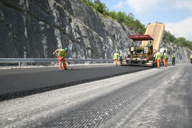 surfacing-the-a5-at-ty-nant-north-wales